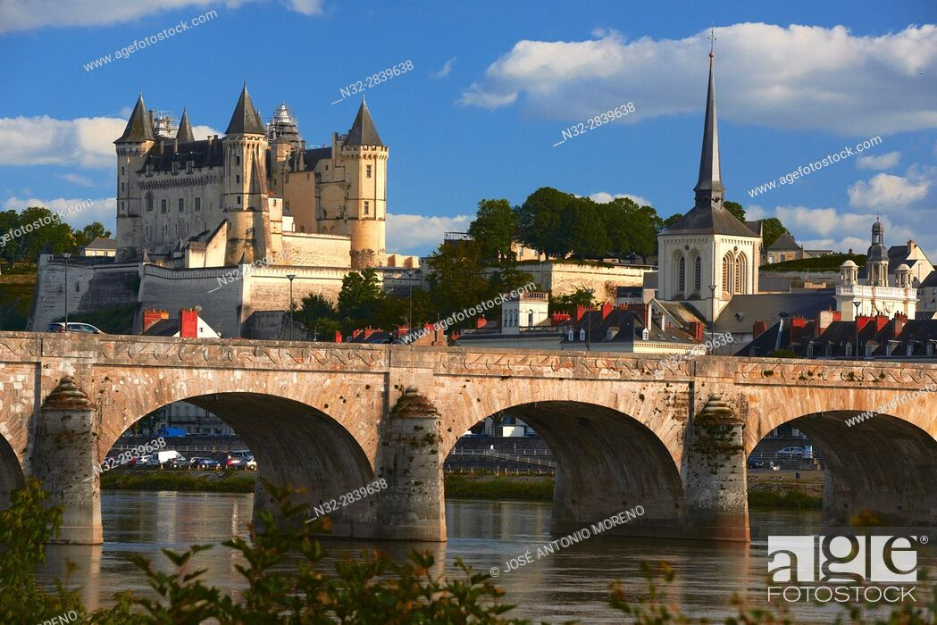 Stock Photo: Saumur, Castle, Chateau de Saumur, Saumur Castle, Dawn, Maine et Loire, Loire Valley, Loire River, Val de Loire, UNESCO World Heritage Site, France.