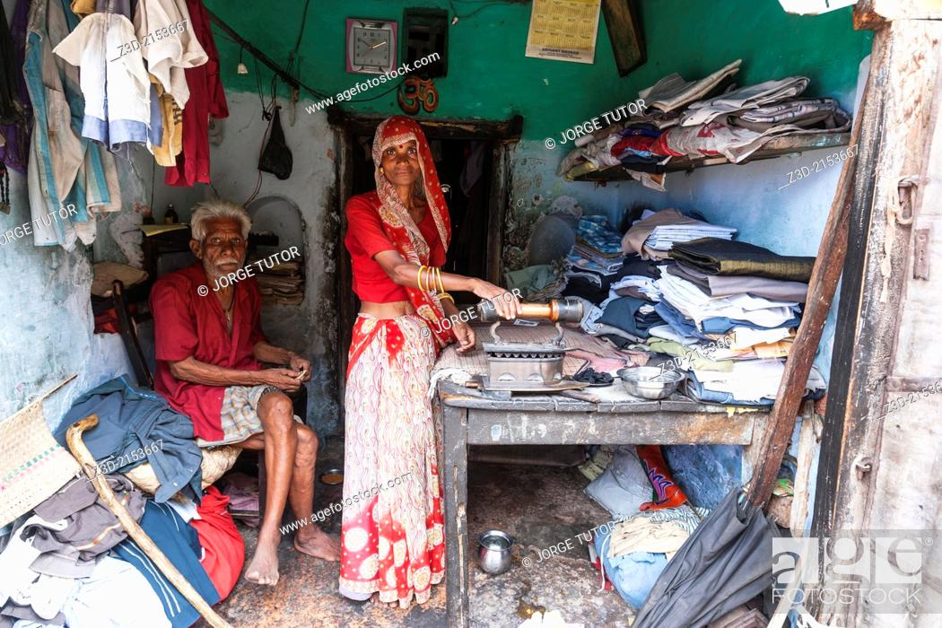 Imagen: Old couple in a laundry, old woman ironing. Rajasthan, India.