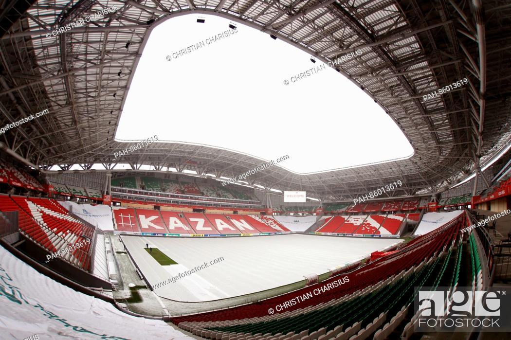 Stock Photo: Zwei Green-Keeper pflegen am 26.11.2016 in Kasan, Russland, ein Rasenstück im Kazan Arena Stadion. Das restliche Spielfeld im Stadion ist zum Schutz gegen.