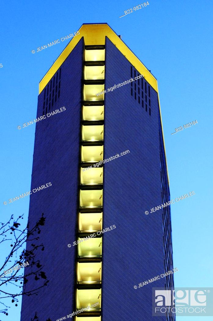 Stock Photo: Pirelli Skyscraper, the Pirellone, the other symbol of Milan, one of the tallest buildings in the world built in reinforced concrete.