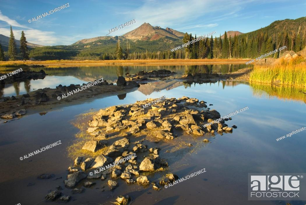 Stock Photo: Sparks Lake and Broken Top volcano, Willamette National Forest Oregon.