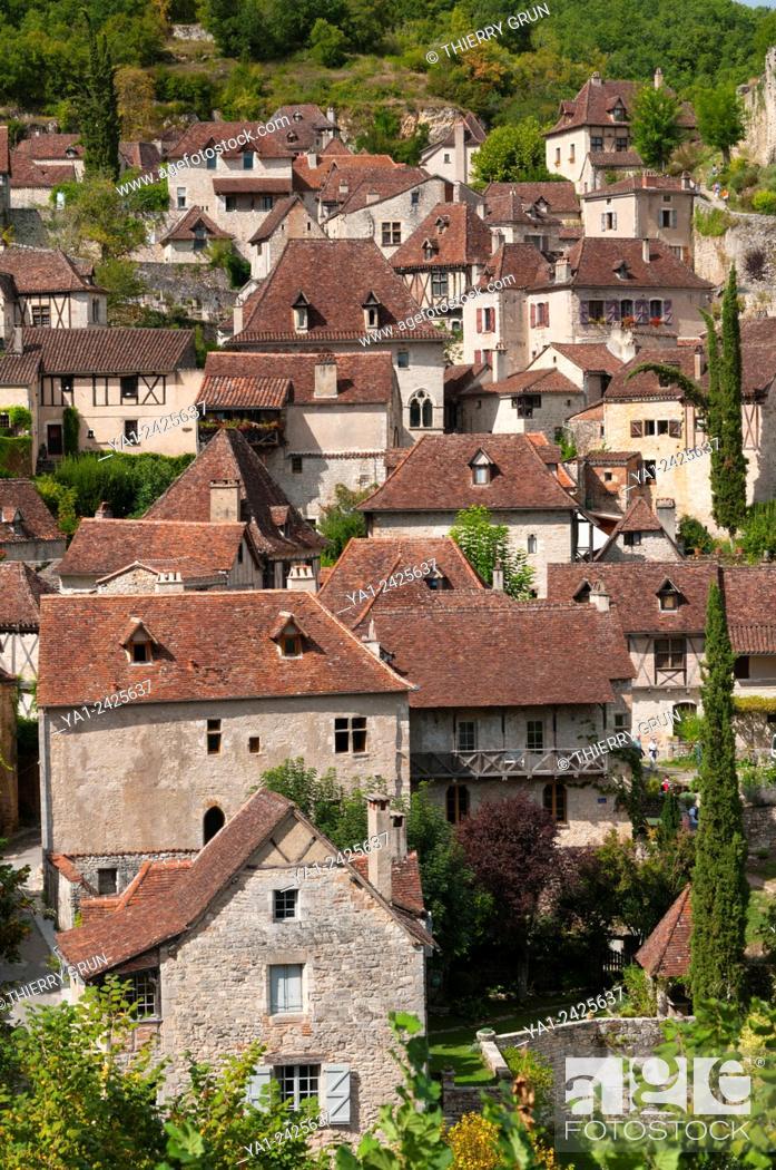 Stock Photo: France, Quercy, Lot 46, Saint-Cirq-Lapopie village.