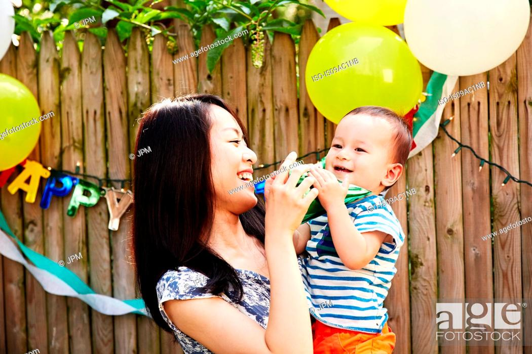 Imagen: Mother and son at birthday party laughing.