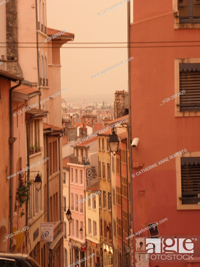 Imagen: Warm mellow hues and repeating symmetry of traditional houses looking towards the historic city centre of Lyon, France.