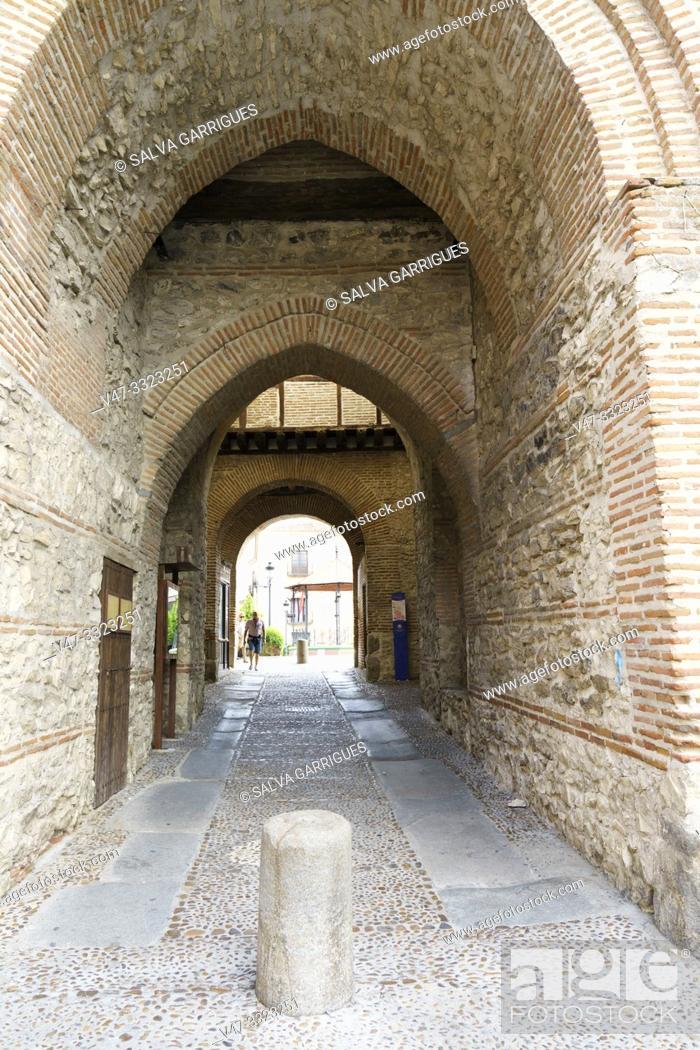 Imagen: Arco De Alcocer of Arévalo, Avila, Castilla y León, Spain.