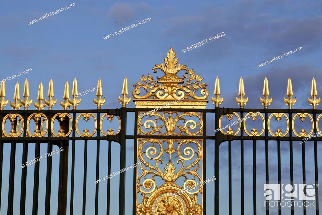 Stock Photo: Decorative gates at the Place de la Concorde entrance to the Tuileries, Paris, France.
