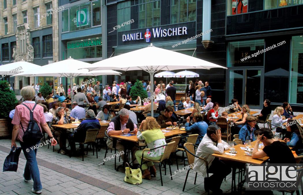 Luxus kaufen viele möglichkeiten heißes Produkt Germany, Hamburg. People sitting at an outdoors cafe on ...