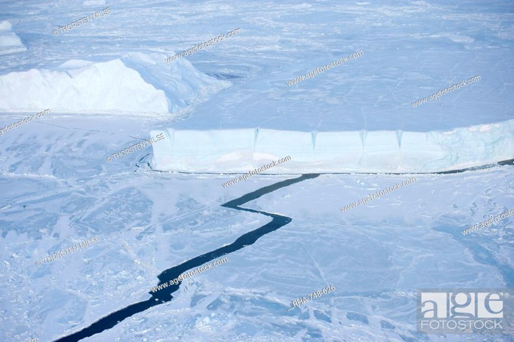 Imagen: Pack ice and iceberg, Antarctic Peninsula, Weddell Sea, Antarctica, Polar Regions.