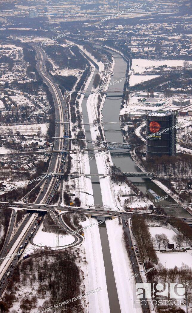 Imagen: Aerial view, A42 highway, Emscher Gasometer, Rhein-Herne Canal, Oberhausen, Ruhrgebiet region, North Rhine-Westphalia, Germany, Europe.