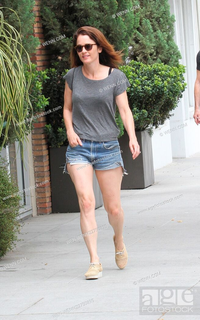 The Mentalist Star Robin Tunney Goes Shopping In Beverly