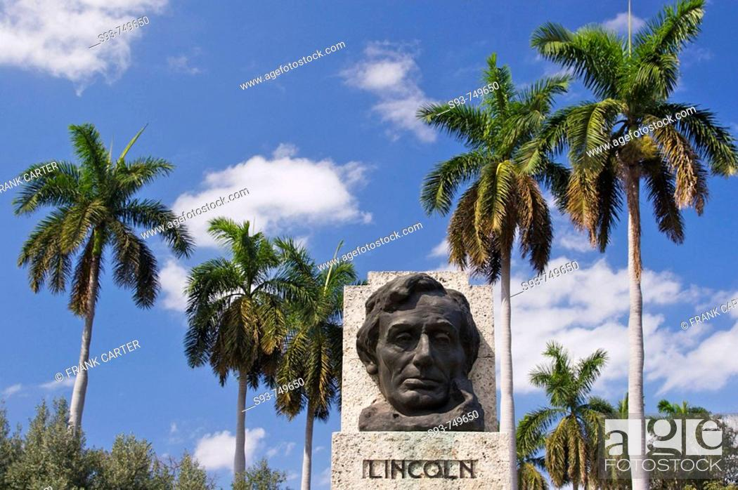 Stock Photo: A bust of Abe Lincoln in the Parque de la Fraternidad.