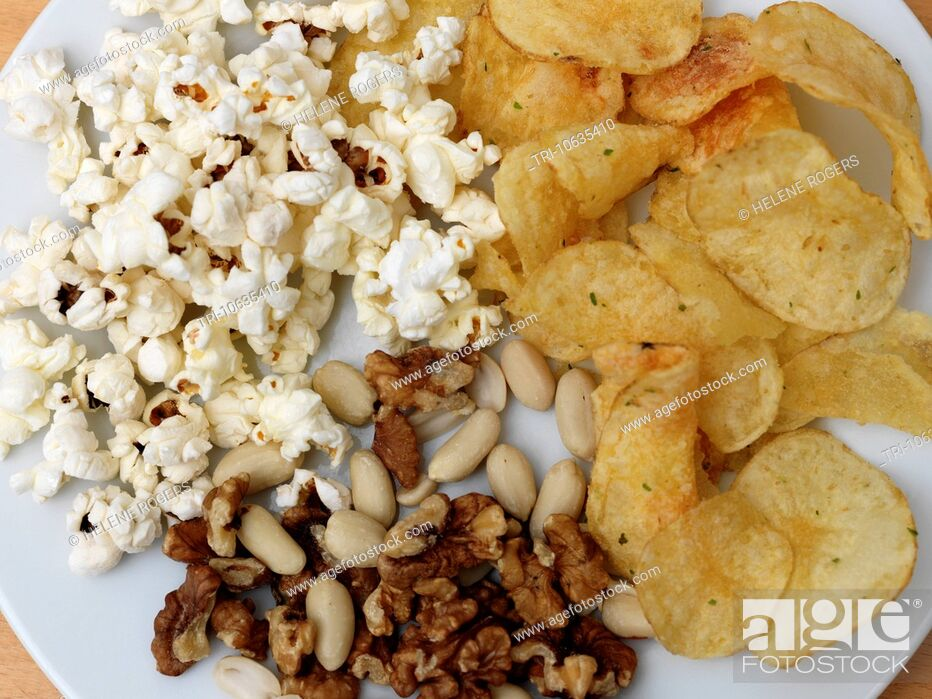 Imagen: Crisps, Popcorn And Nuts On A Plate.