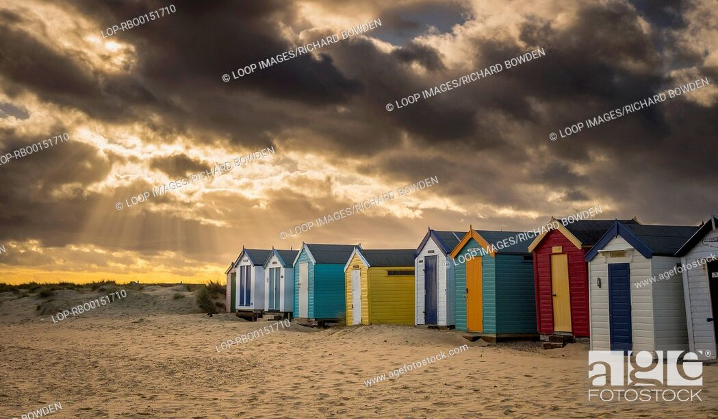 Imagen: Stormy skies over the Southwold beach huts.
