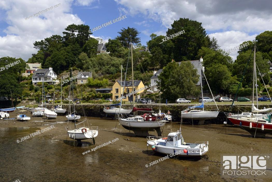 Stock Photo: Pont-Aven with low tide, Finistère, Brittany, France, Europe.
