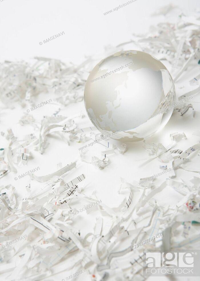 Imagen: Shredder dust and globe.