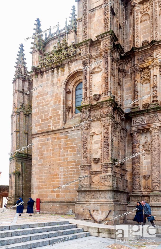 Stock Photo: Catedral Nueva de Plasencia. Cáceres. Extremadura. España. Conjunto histórico artístico.