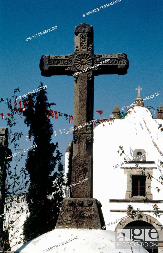 Imagen: Church courtyard cross at San Matias.