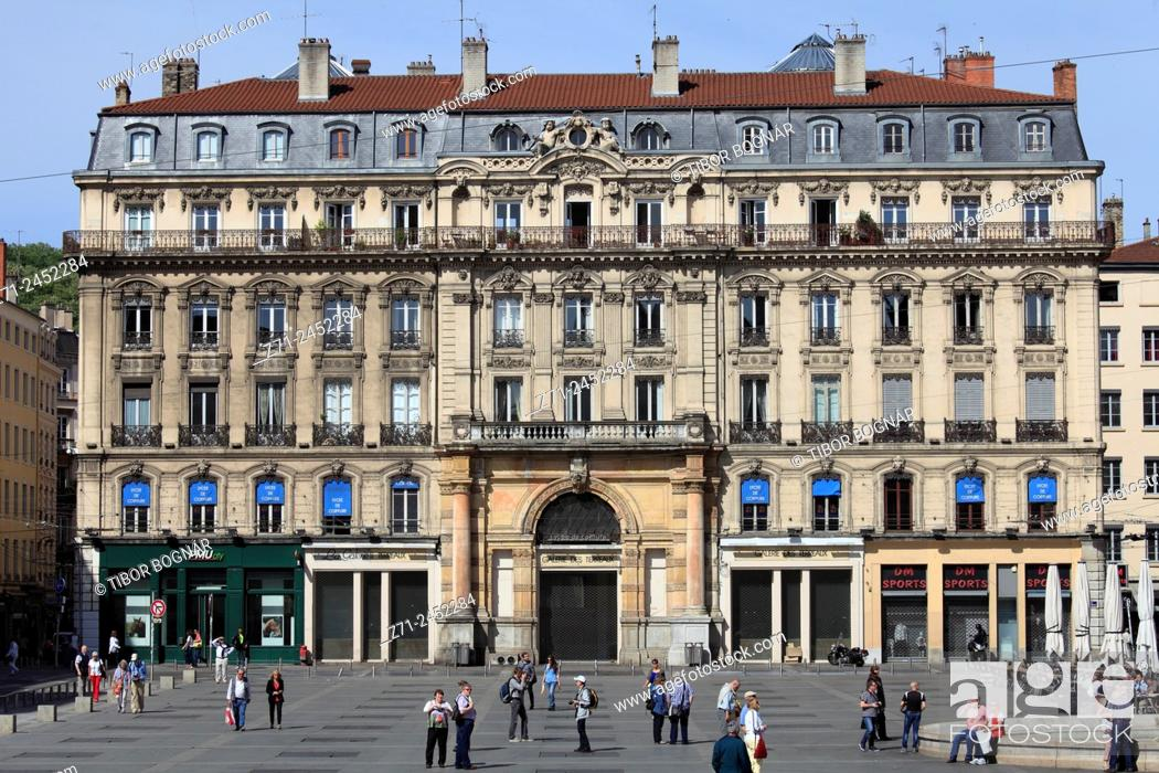 Imagen: Place des Terreaux, people, Lyon, Rhône-Alpes, France.