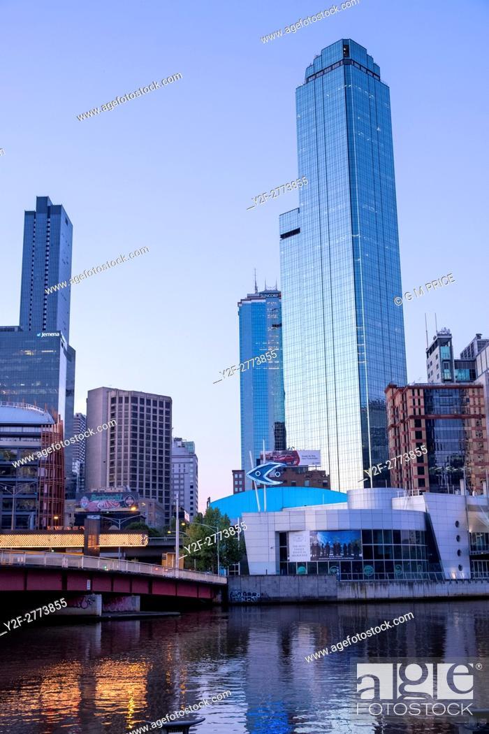 Stock Photo: Kings Bridge and Melbourne city buildings, including the Melbourne Aquarium.