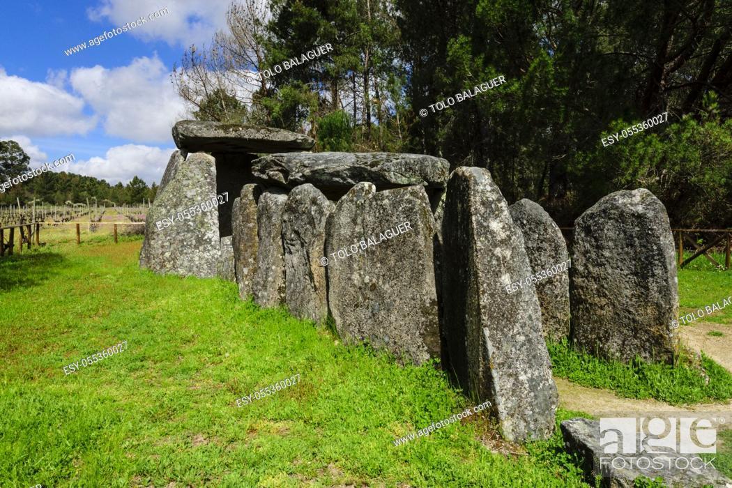 Stock Photo: dolmen de Cunha Baixa, entre 3000 y 2500 aC, Beira Baixa, Portugal, europa.