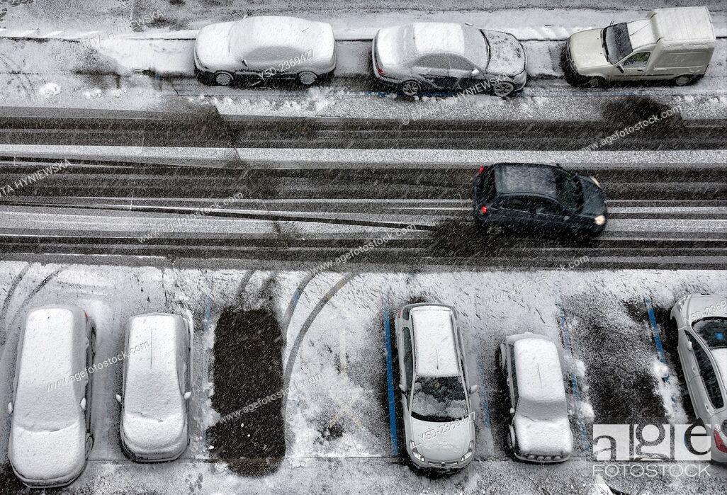 Stock Photo: winter street scene, snowfall, Geneva, Switzerland.
