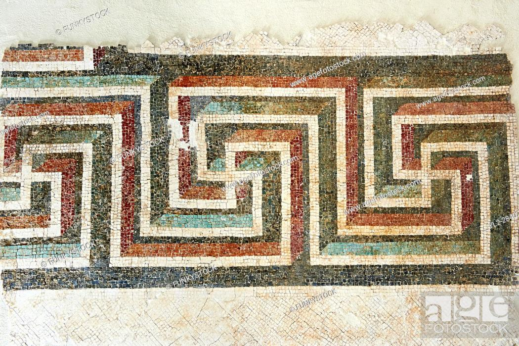 Imagen: Roman geometric floor mosaic with swastikas. From the Roman villa near Botte, Rome. 1st century BC . National Roman Museum, Rome, Italy.
