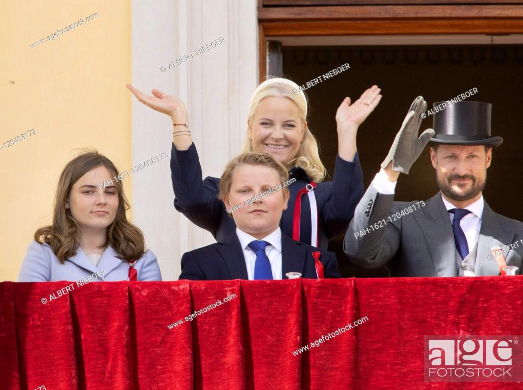 National Day Of Norway 17 05 2019 Norwegian Royal Family At The Balcony Of The Royal Palace In Oslo Stock Photo Picture And Rights Managed Image Pic Pah 1621 120408173 Agefotostock