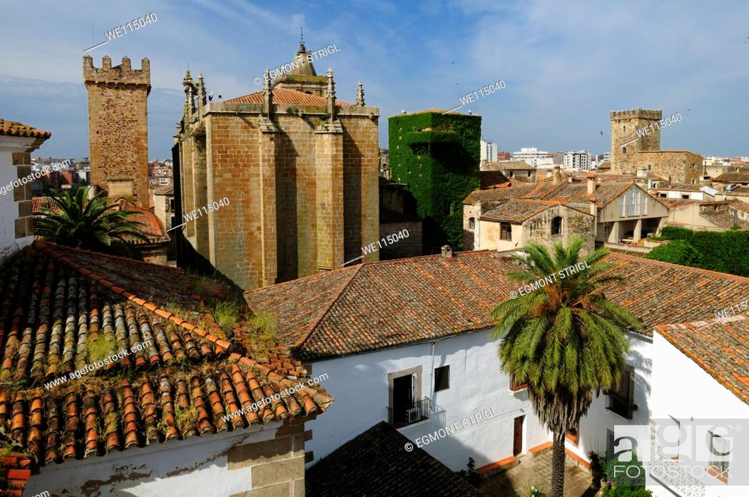 Imagen: Europe, Spain, Extremadura, Caceres, Unesco World Heritage Site, view over the historic towers in the oldtown Ciudad Monumental.