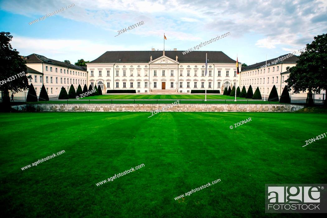 Stock Photo: Schloss Bellevue im Berliner Ortsteil Tiergarten, Amtssitz des deutschen Bundespräsidenten.