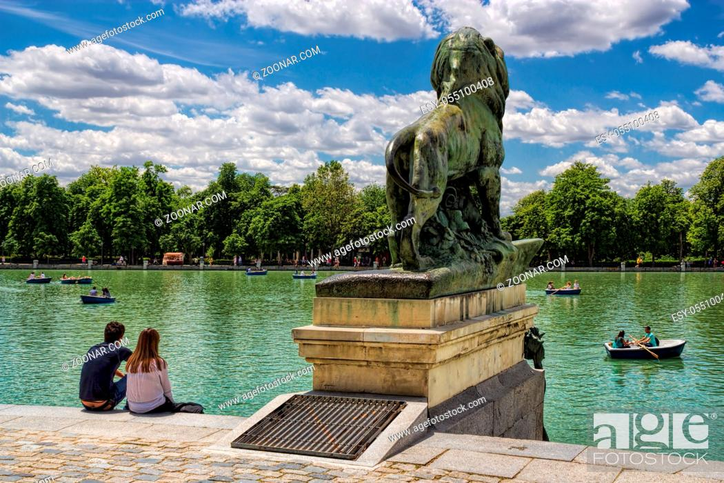 Stock Photo: People, Summer, Water, Couple, Relaxation, Resting, Calm, Lake, Quiet, Park, Hispanic, Spain, Bank, Silence, Leo, Peace, Stadtpark, Spanish, Madrid, Boot, Rowing, Barge, Seeing, Parkway, Recover, Boat, Rowing Boat, Idyll, Retiro, Kahn