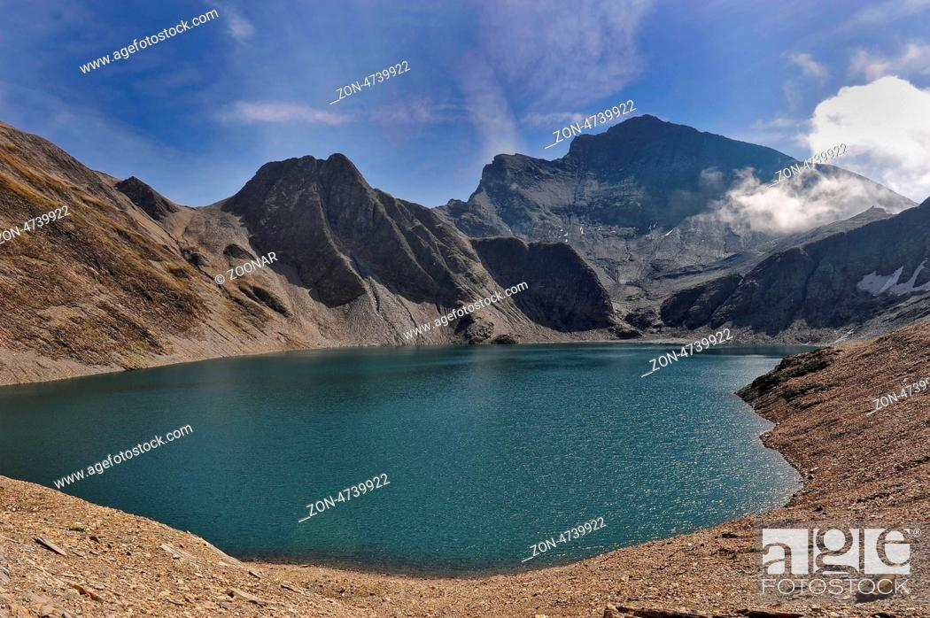 Imagen: Lake of Swiss alps.
