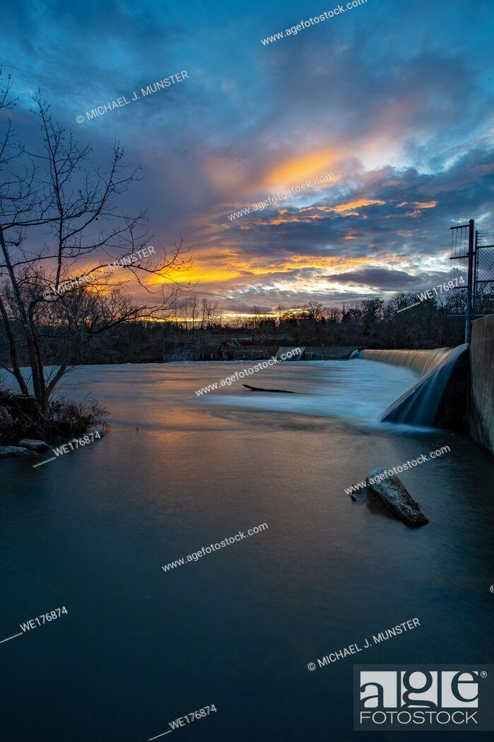 Stock Photo: Grand Falls waterfall in Joplin, Missouri.
