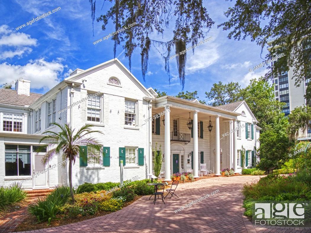 Imagen: The Christy Payne Mansion at Marie Selby Botanical Gardens in Sarasota Florida USA.