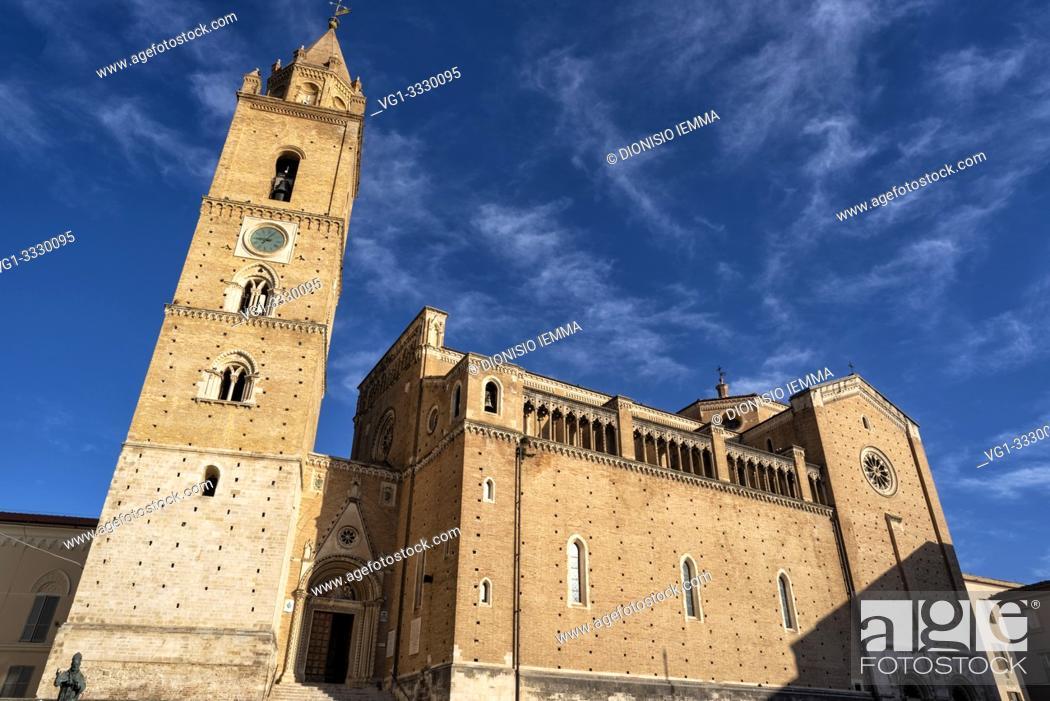 Stock Photo: Chieti, Abruzzo, Italy, Europe, Cathedral of San Giustino.