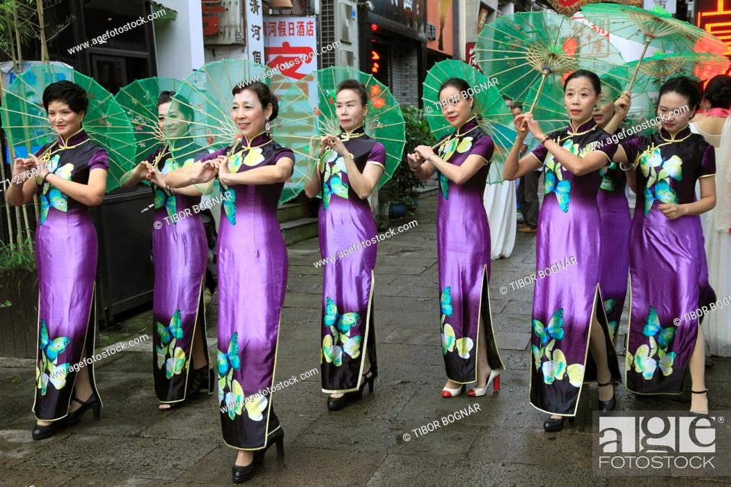 Stock Photo: China, Zhejiang, Hangzhou, women, umbrellas, traditional dress, .