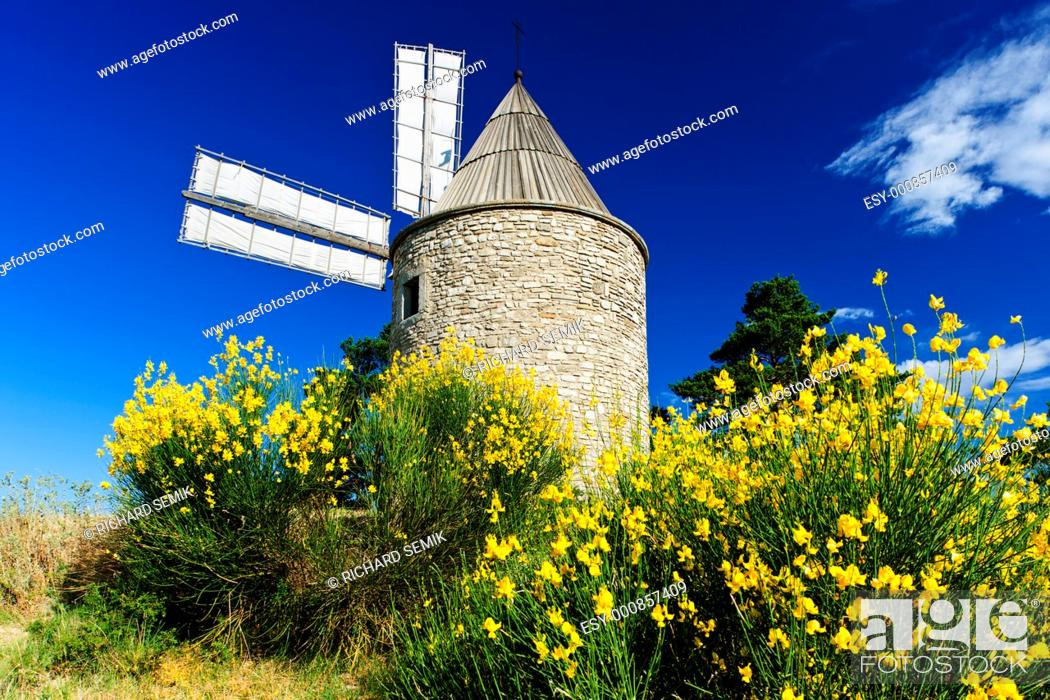 Photo de stock: windmill, Montfuron, Provence, France.
