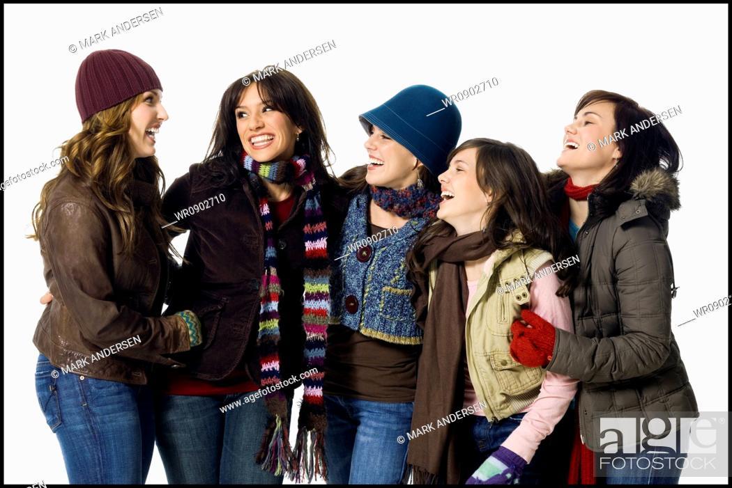 Imagen: Five women in winter coats.