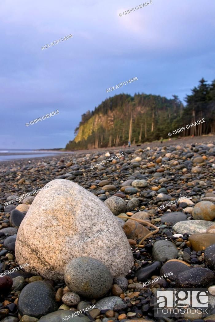 Imagen: Agate Beach and Tow Hill, Haida Gwaii, formerly known as Queen Charlotte Islands, British Columbia, Canada.