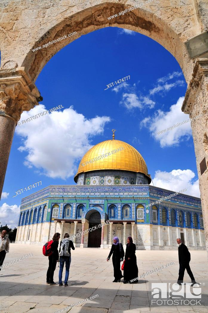 Stock Photo: Israel, Jerusalem Old City, Dome of the Rock on Haram esh Sharif Temple Mount a Qanatir The Arch in the foreground.