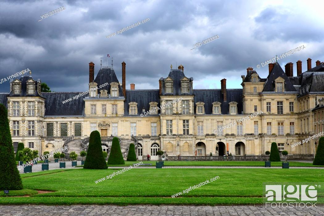 Imagen: Cour d'Honneur (Court of Honor), Palace of Fontainebleau, Château de Fontainebleau, French royal châteaux - residence for the French monarchs from Louis VII to.