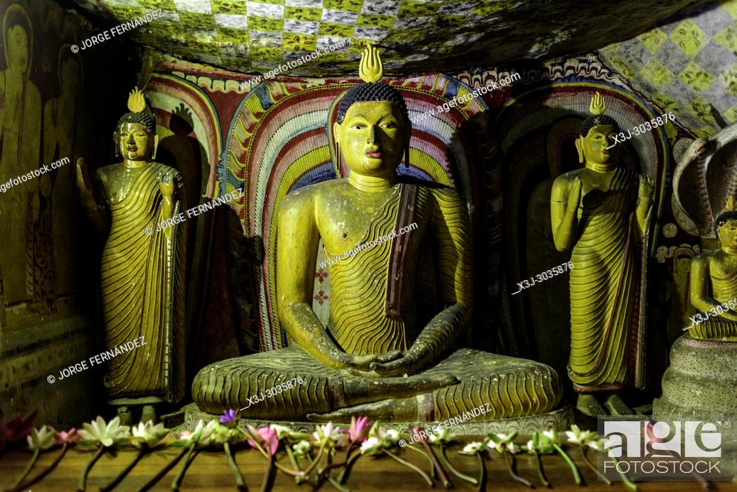 Imagen: Statues of Budha at Dambulla caves temple. Sri Lanka.