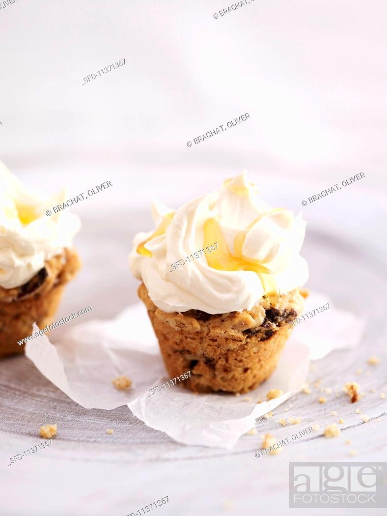 Photo de stock: Honey cupcakes.