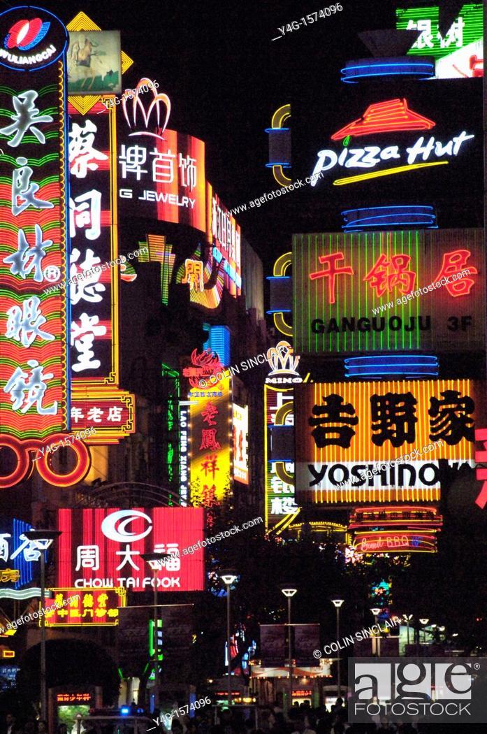 Stock Photo: Shanghai, Nanjing Road, neon.