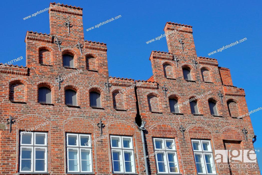 Stock Photo: Detailansicht von Giebelhäusern in Lübeck.