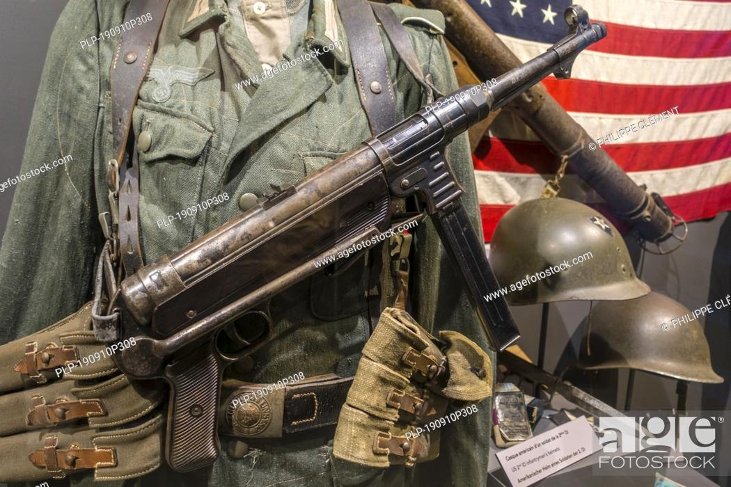 Stock Photo: German soldier armed with MP 40 submachine gun in the Musée Mémoire 39-45, WW2 museum in Plougonvelin, Finistère, Brittany, France.