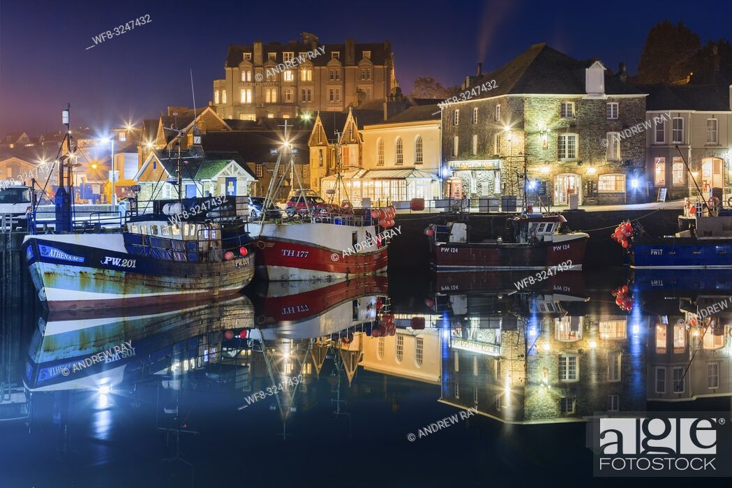 Imagen: Fishing boats in Padstow Harbour on the north coast of Cornwall, captured using a long exposure on an evening in late January.