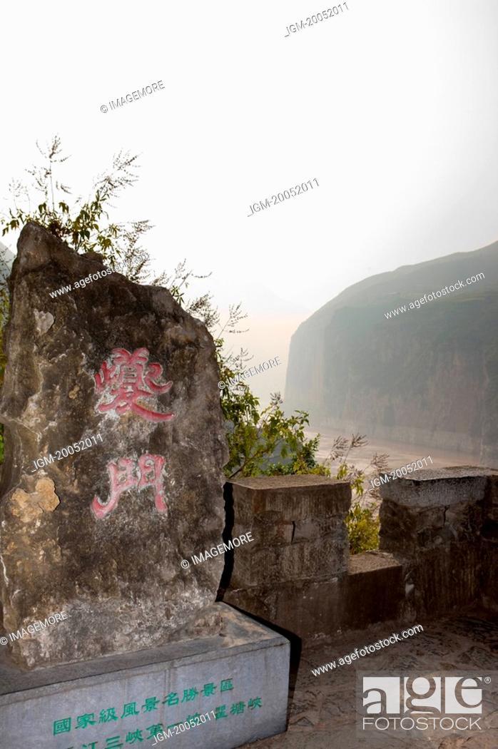 Stock Photo: China, Yangtze River, Three Gorges, Qutang Gorge, Kui Gate.