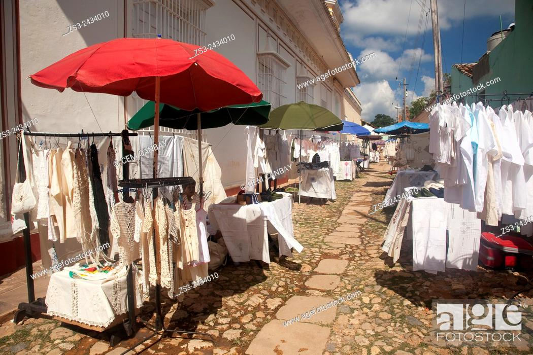 Stock Photo: Art and Craft market near the main square Plaza Mayor, Trinidad, Sancti Spiritu Province, Cuba, West Indies, Central America.