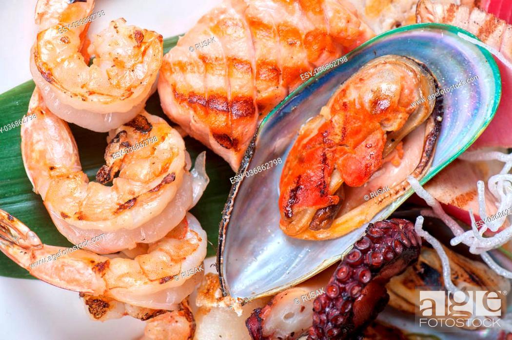 Imagen: Assortment of seafood mix dish.