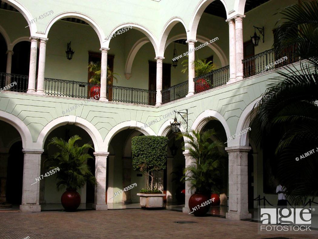 Stock Photo: Government building, Mérida. Yucatán, Mexico.